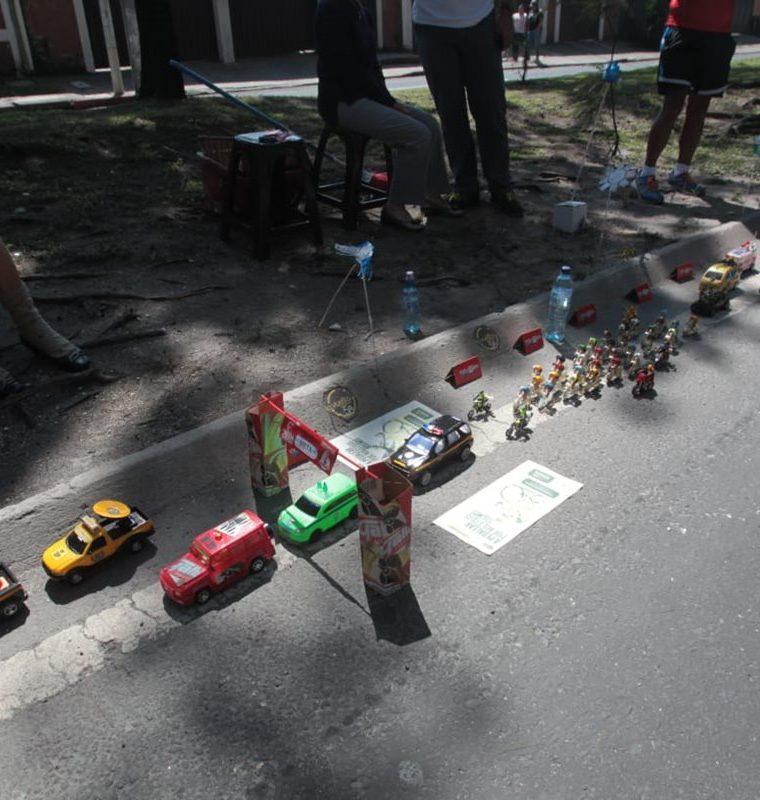 Vista de toda la caravana miniatura de don Mario Roberto Pineda Spillari. (Foto Prensa Libre: Norvin Mendoza)