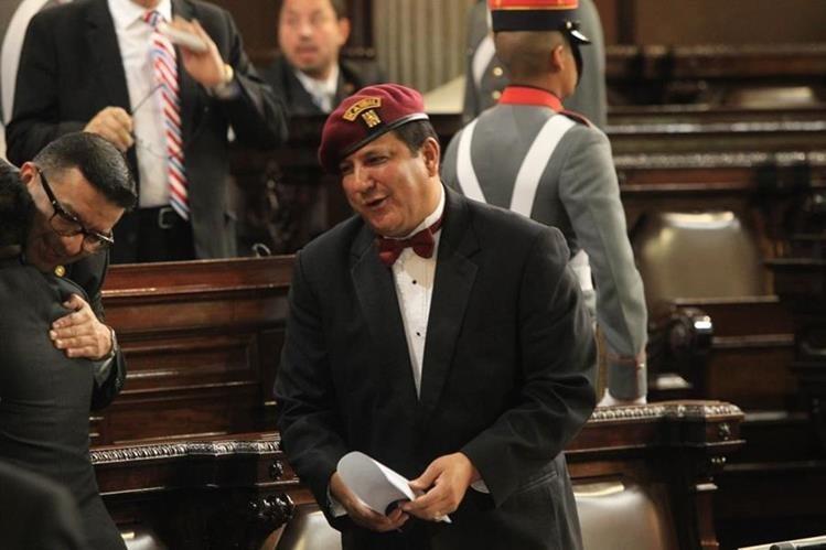 Estuardo Galdámez, ponente de la iniciativa de ley que castiga a quienes critican a políticos señaló que esta tendría cambios para convertirse en una ley contra el pánico social. (Foto Prensa Libre: Hemeroteca PL)