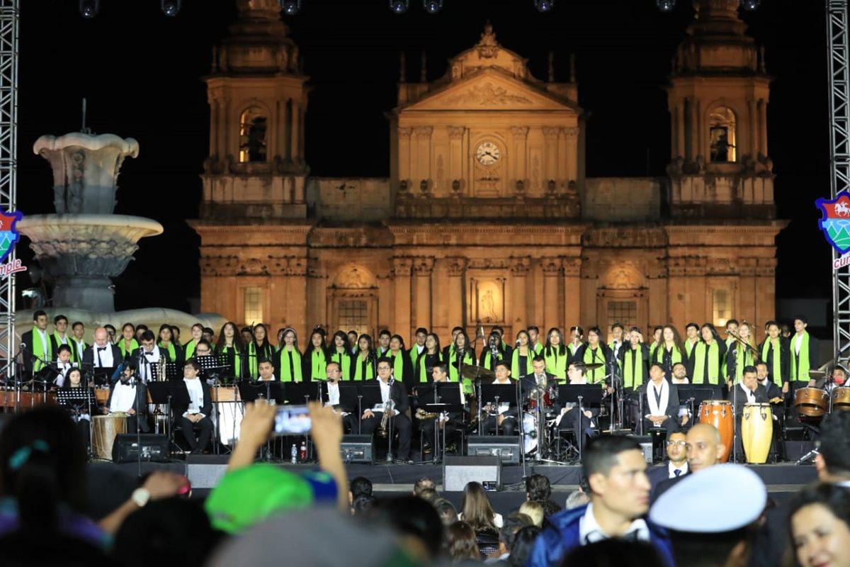Música, color y tradición resaltan en inauguración del Festival Navideño del Paseo de la Sexta