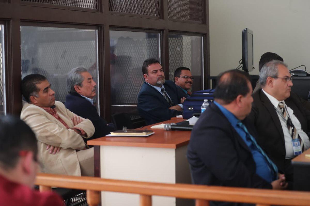 Sindicados escuchan declaración de testigo en el Tribunal de Mayor Riesgo A. (Foto Prensa Libre: Erick Avila).