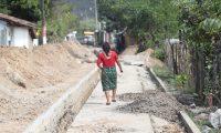 En Chicuxtín, Cubulco, Baja Verapaz, se implementan sistemas de drenajes y de agua entubada. La obra está entre los 15 proyectos que se financia con Q12.6 millones. (Foto Prensa Libre: Erick Ávila)