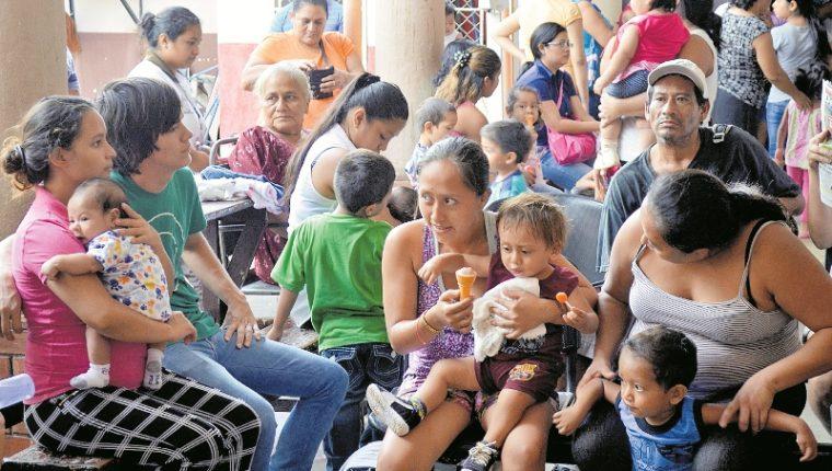 Niños que nacieron con enfermedades ocasionadas por Zika pueden enfrentar deficiencias en su desarrollo. (Foto Prensa Libre: Hemeroteca PL)