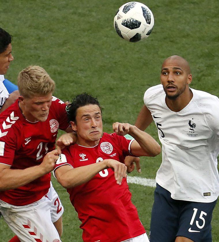 El partido entre Francia y Dinamarca no tuvo emociones. (Foto Prensa Libre: EFE)