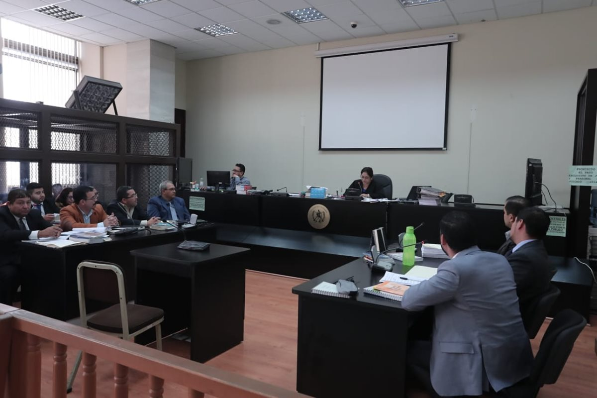 """La jueza de Mayor Riesgo """"A"""", Claudette Dominguez, escucha a la declaración de los sindicados. (Foto Prensa Libre: Juan Diego González)"""