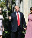 El Presidente de Estados Unidos, Donald Trump junto a la primera dama Melania Trump (D) e hija Tiffany Trump (I) participó en un servicio religioso por pero posteriormente criticó a México, a los migrantes y el TLC. (Foto, Prensa Libre: AFP)