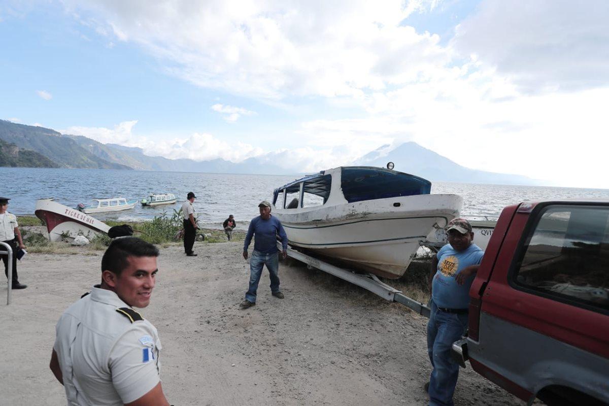Piloto de lancha que naufragó en el Lago de Atitlán sobrevivió, pero nadie sabe nada de él