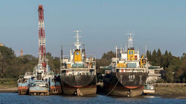 Según el reporte, Corea del Norte también ha aumentado sustancialmente la práctica de trasegar productos petroleros en alta mar, para burlar las sanciones. (GETTY IMAGES)