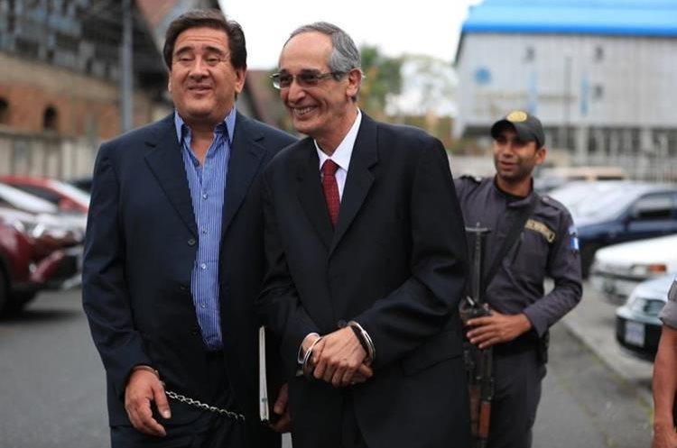 Álvaro Colom recupera su libertad luego de pagar fianza de Q1 millón