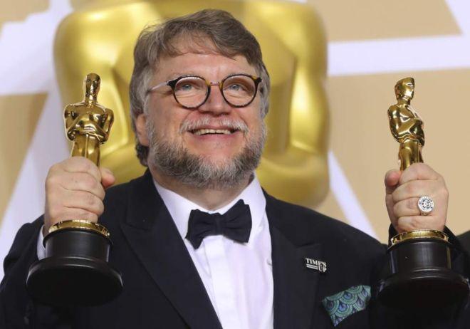Guillermo del Toro obtuvo dos de los Oscar más importantes de la premiación: mejor película y mejor director. REUTERS