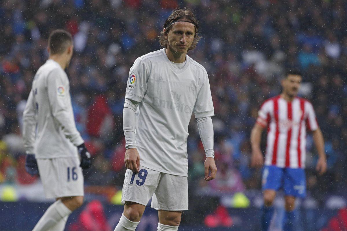 Camiseta reciclada del Real Madrid se queda sin escudo ni auspiciante –  Prensa Libre db2f3e1288cba