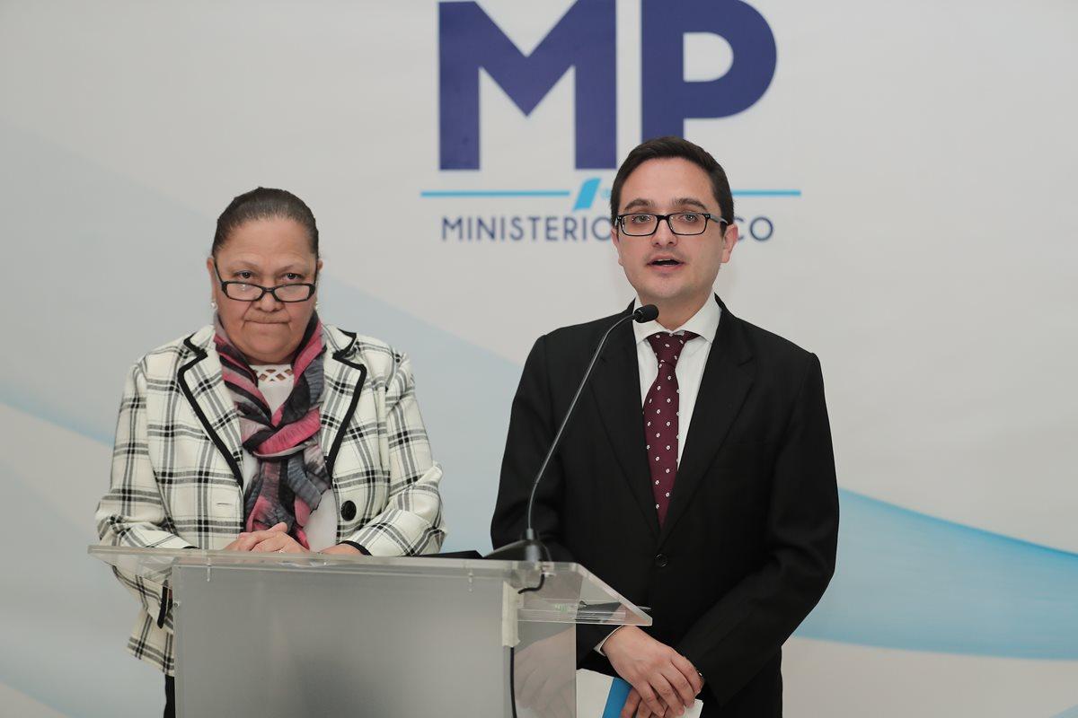 María Consuelo Porras, Fiscal General del Ministerio Público y Juan Francisco Sandoval, jefe de la Feci, durante la conferencia de prensa. (Foto Prensa Libre: Juan Diego González)