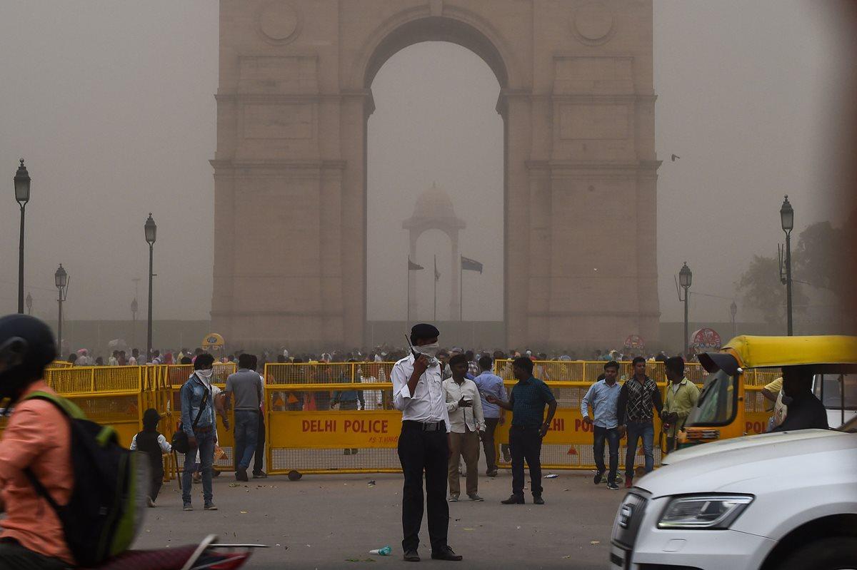 Tormentas de polvo y lluvia dejan al menos 150 muertos en India