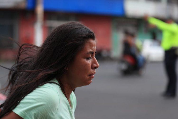 La desesperación era visible en los rostros de las personas que buscaban refugio.