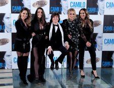 El cantante Camilo Sesto acompañado por Pastora Soler, Ruth Lorenzo, Marta Sánchez y Mónica Naranjo, durante la presentación de su nuevo álbum 'Camilo Sinfónico' en 2018- Foto Prensa Libre, EFE
