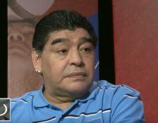 Maradona arremete contra Gianni Infantino, presidente de la Fifa. (Foto Prensa Libre: Captura de youtube, programa De la mano del Diez, Telesur)