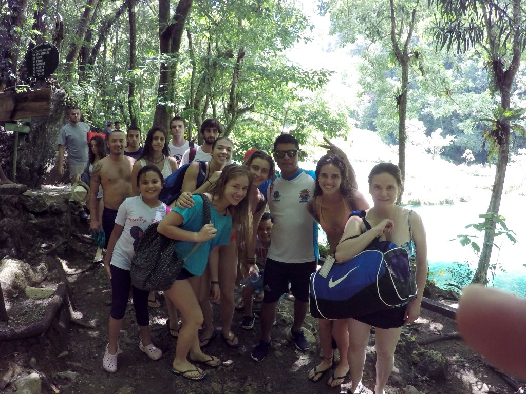 Masiva afluencia de turistas en Semuc Champey