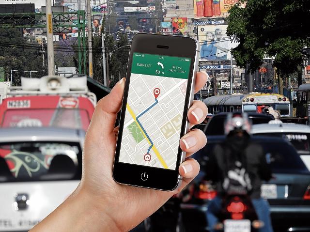 Aplicaciones móviles cubren demandas de una urbe saturada