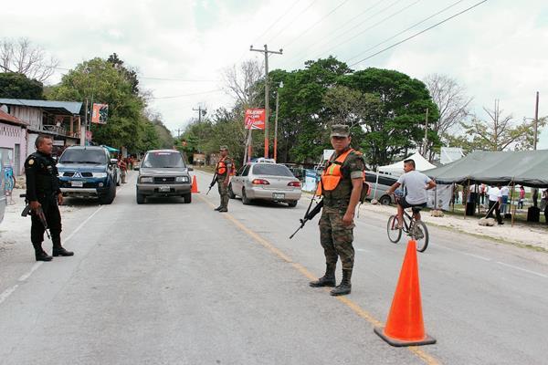 Autoridades harán operativos para mejorar la seguridad de los viajeros durante Semana Santa. (Foto Prensa Libre: Hemeroteca PL).