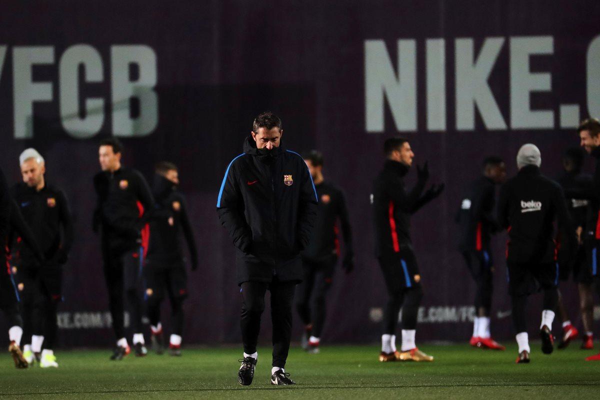 El entrenador del FC Barcelona, Ernesto Valverde, tendrá la tarea de sacar un triunfo en su debut liguero frente a la Real Sociedad. (Foto Prensa Libre. EFE)