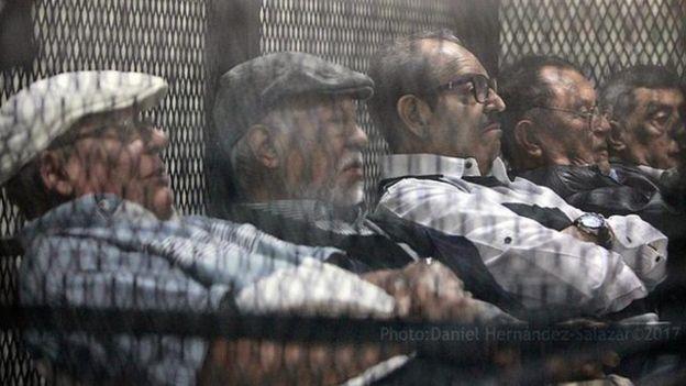 Entre los cinco exmilitares juzgados se encuentra Manuel Benedicto Lucas García, quien estuvo al frente del ejército de Guatemala como jefe del Estado Mayor entre 1981 y 1982. (Foto: Prensa Comunitaria)