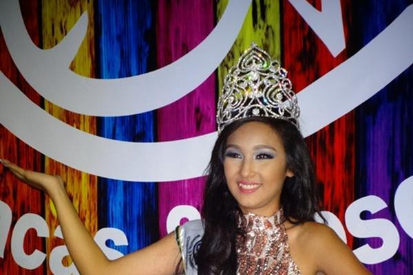Yamilet Andreina Santis Cayax, de 18 años, fue electa Reina del Carnaval 2015 de Mazatenango. (Foto Prensa Libre: Omar Méndez)