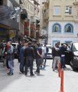 Seis hinchas del equipo de baloncesto griego Olympiacos resultaron heridos hoy en un enfrentamiento con aficionados turcos en una calle céntrica de Estambul. (Foto Prensa Libre: EFE)