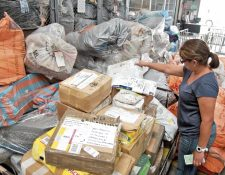 Unos 30 mil paquetes ya se encuentran clasificados, según la DGCyT, no incluye sobres y documentos. (Foto, Prensa Libre: Hemeroteca PL)