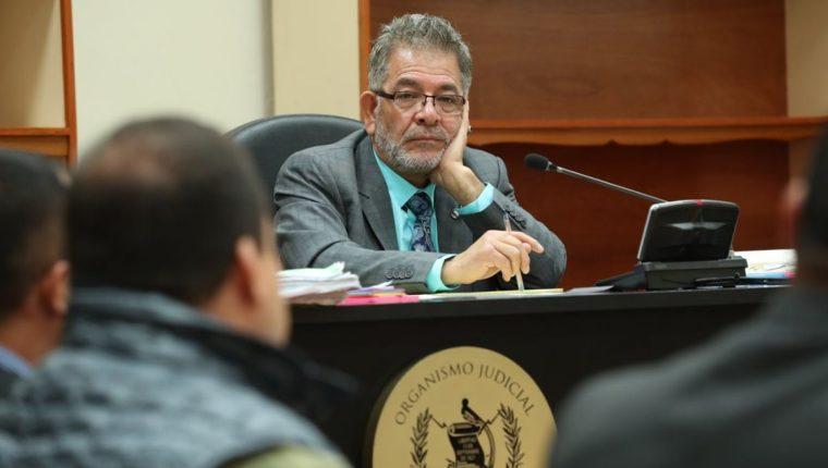 El juez Miguel Ángel Gálvez escucha la primera declaración del diputado Julio Juárez. (Foto Prensa Libre: Esbin García)