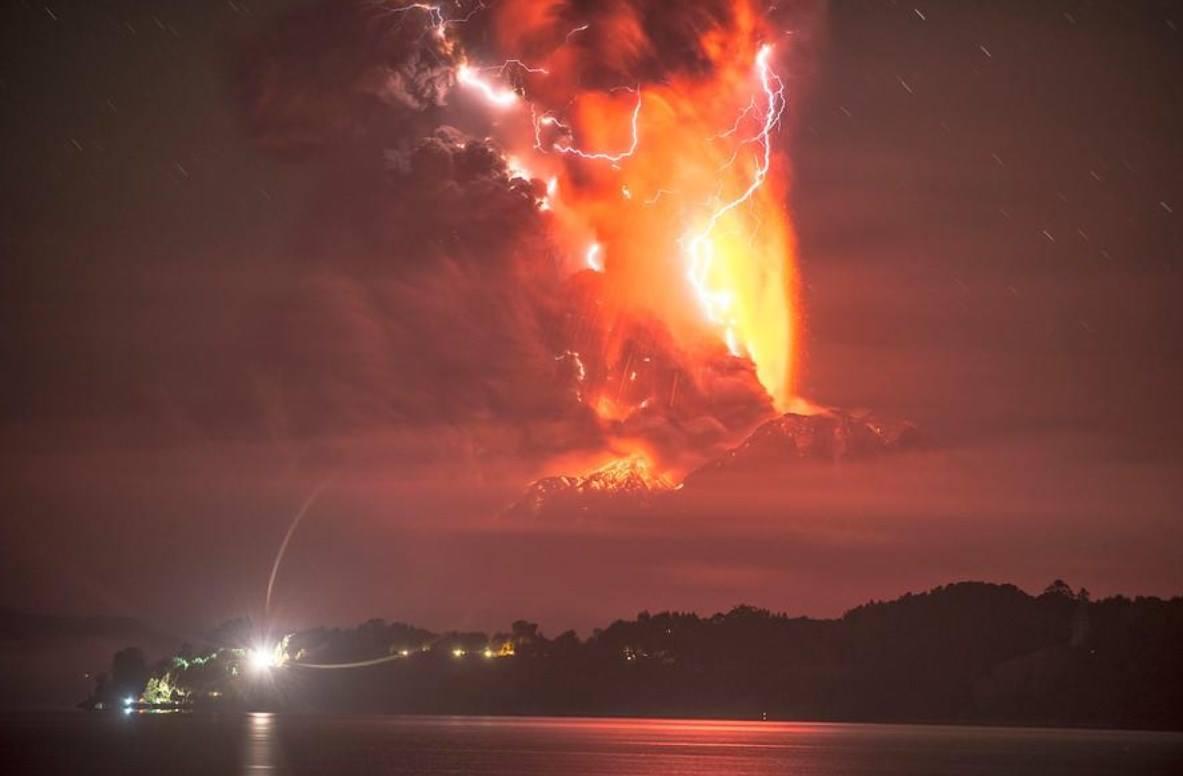 Nueva erupción del volcán chileno Calbuco; se mantiene la alerta roja