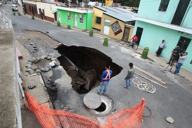 Socavamientos en avenida Pablo VI afectan a vecinos