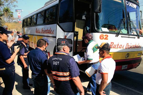 Personal de la DGT realiza operativos de control en Semana Santa para prevenir accidentes. (Foto Prensa Libre: Hemeroteca PL)