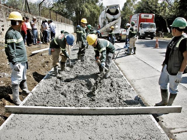 La primera fase del proyecto será de un kilómetro, la cual busca reducir los accidentes en la ruta que comunica Ciudad Vieja y Antigua Guatemala. (Foto Prensa Libre: Renato Melgar).