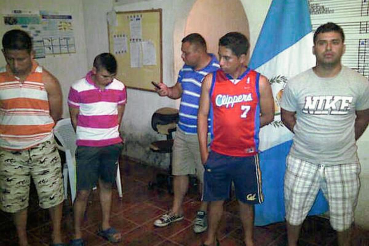 Capturan a cinco agentes de la PNC en San Manuel Chaparrón por extorsión