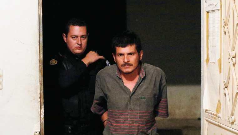 Carlos Danilo Aguilar, de 35 años, fue capturado en Ipala, Chiquimula, señalado de matar a su progenitora. (Foto Prensa Libre: Edwin Paxtor)