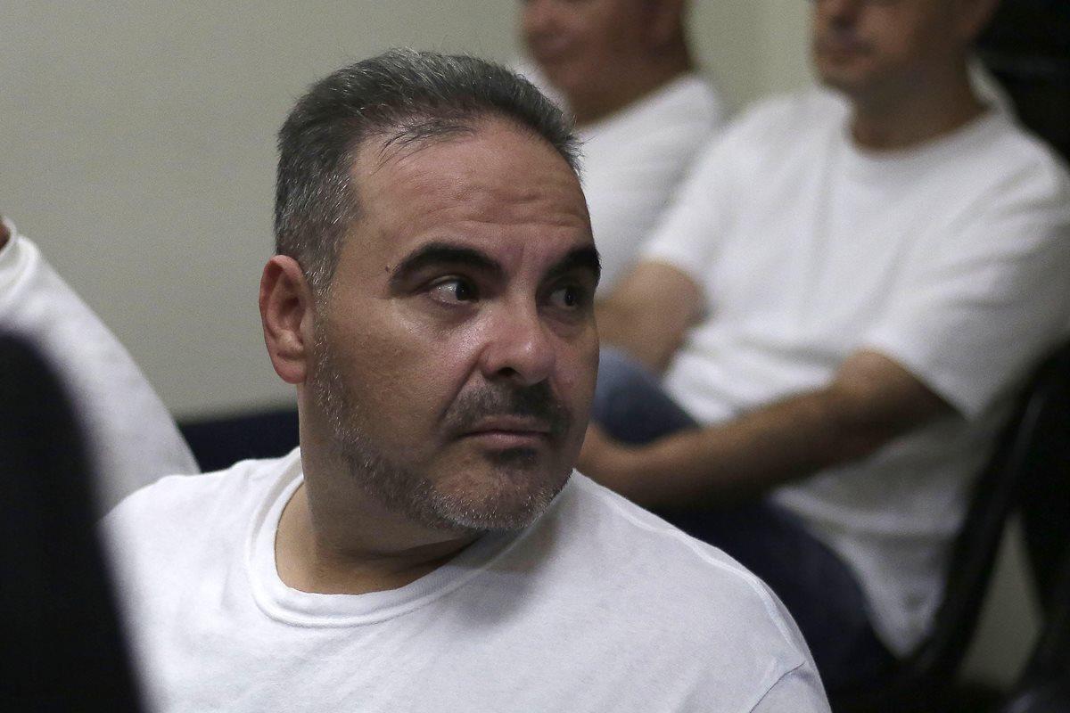 Antonio Saca asiste a la instalación de un juicio en su contra. (EFE)