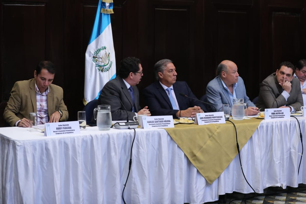 La comisión pesquisidora continúa su trabajo, luego que la presidenta de la CC, Dina Ochoa se excusara de asistir a una citación de la pesquisidora. (Foto Prensa Libre: Érick Avila)