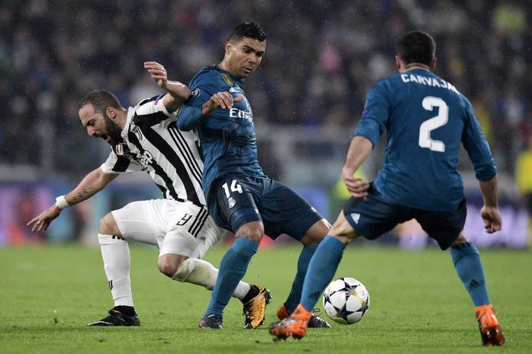 Gonzalo Higuaín fue neutralizado por la defensa del Real Madrid. (Foto Prensa Libre: AFP)