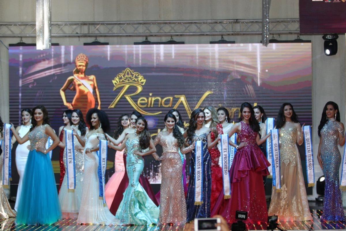 Veinte reinas participaron en la elección de Reina Nacionl de las Fiestas de Independencia. (Foto Prensa Libre: Raúl Juárez)
