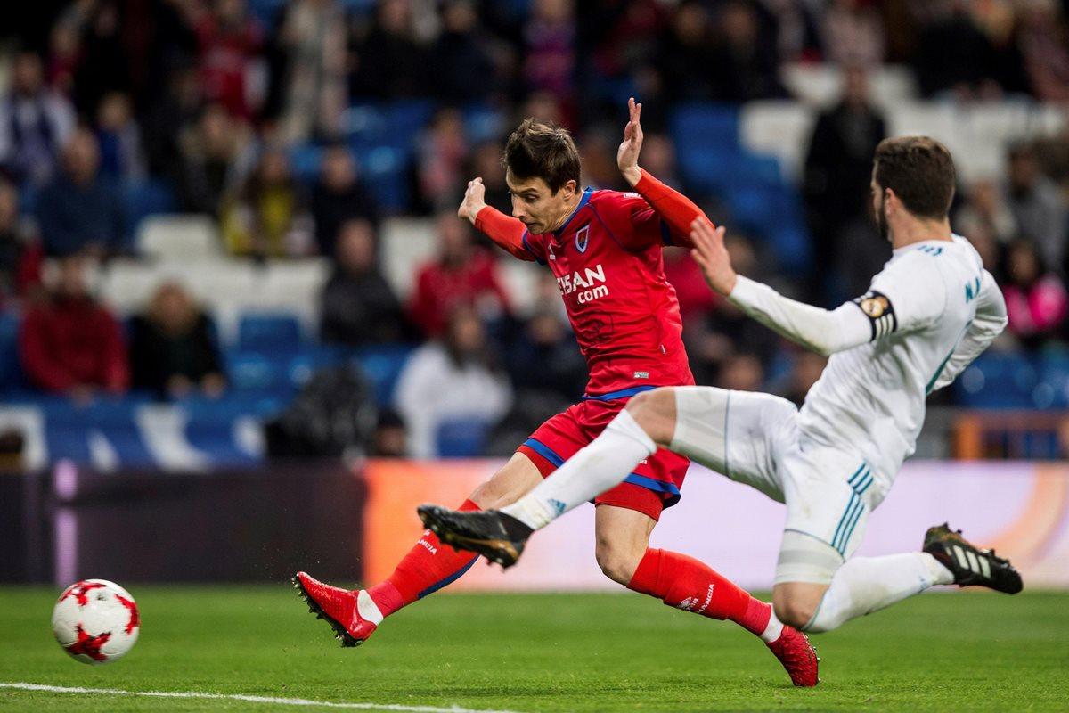 Guillermo Fernández le tomó la medida al Real Madrid y anotó dos goles en el Santiago Bernabéu. (Foto Prensa Libre: EFE)