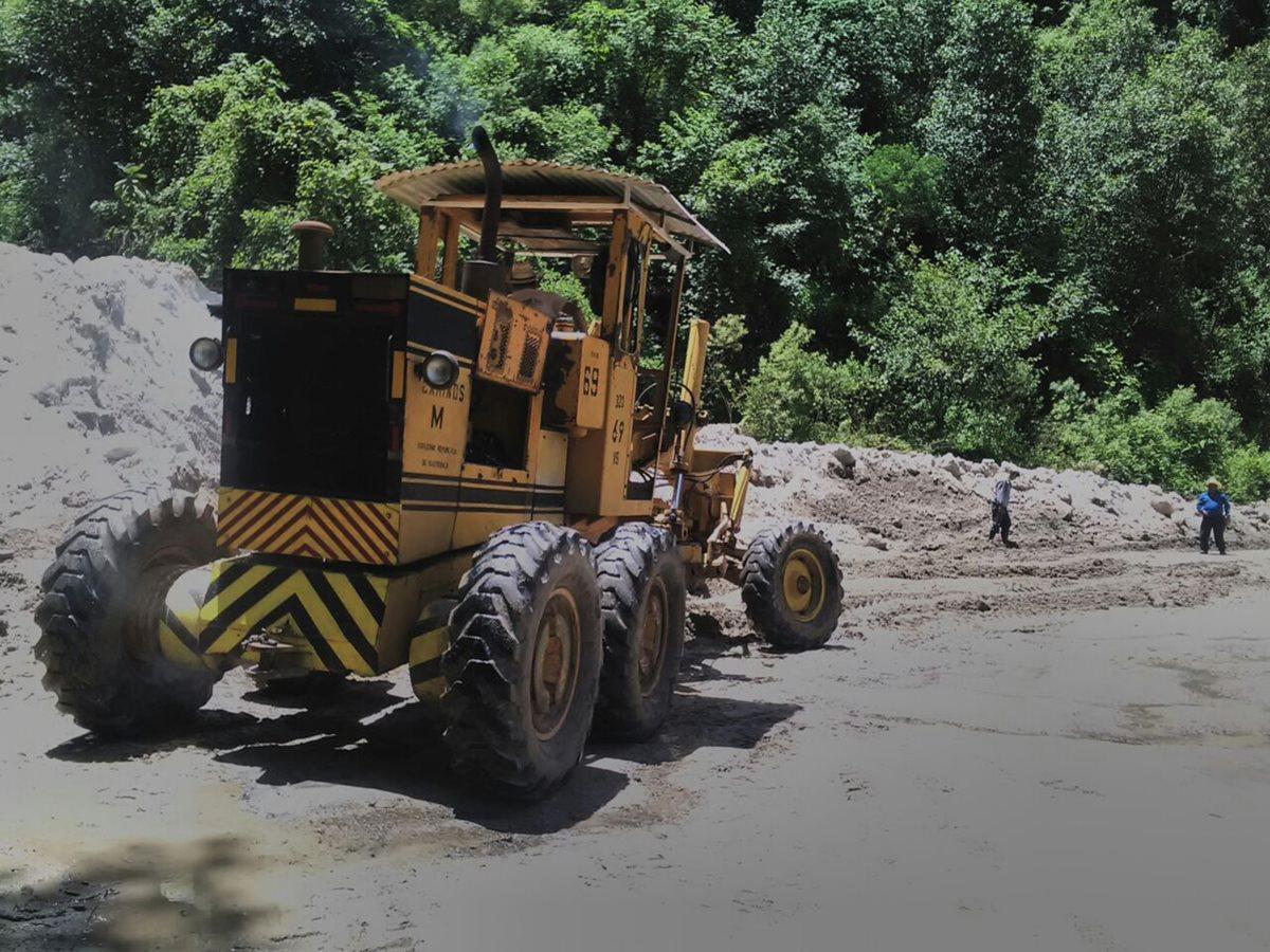 Autoridades habilitan paso por el cerro Lec