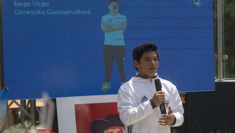 El gimnasta guatemalteco Jorge Vega durante su presentación como parte del equipo Quaker para todo el 2017. (Foto Prensa Libre: Norvin Mendoza)