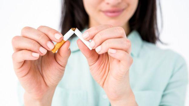 Dejar el tabaco para los fumadores activos es el tratamiento más eficaz en la prevención de EPOC. GETTY IMAGES