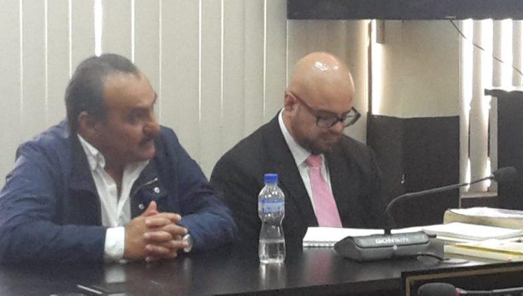 El empresario señalado por el Caso Construcción y Corrupción, Jaime Aparicio, junto a su abogado defensor. (Foto Prensa Libre: Carlos Paredes)