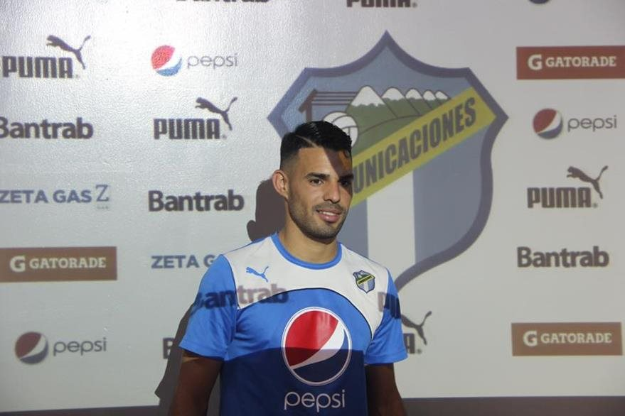 Juan Barrera anotó 9 goles durante su época vestido de crema. (Foto Prensa Libre: Hemeroteca PL)