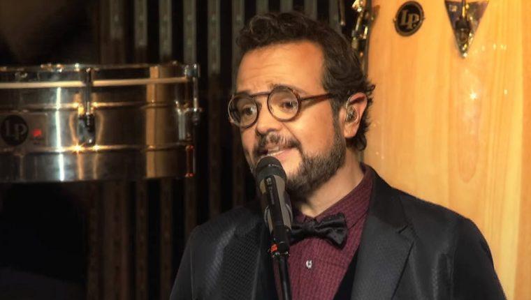 El cantante mexicano Aleks Syntec es acusado por un adolescente de enviarle mensajes inapropiados. (Foto Prensa Libre: YouTube)