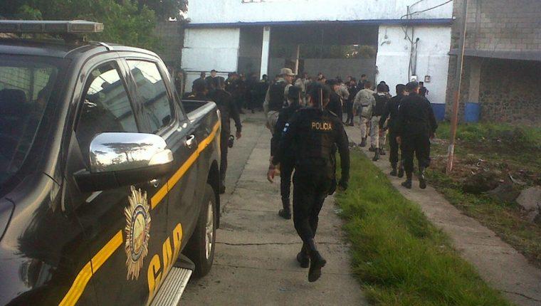 Fuerzas de seguridad efectúan requisa en El Boquerón, Cuilapa, Santa Rosa. (Foto Prensa Libre: Oswaldo Cardona)