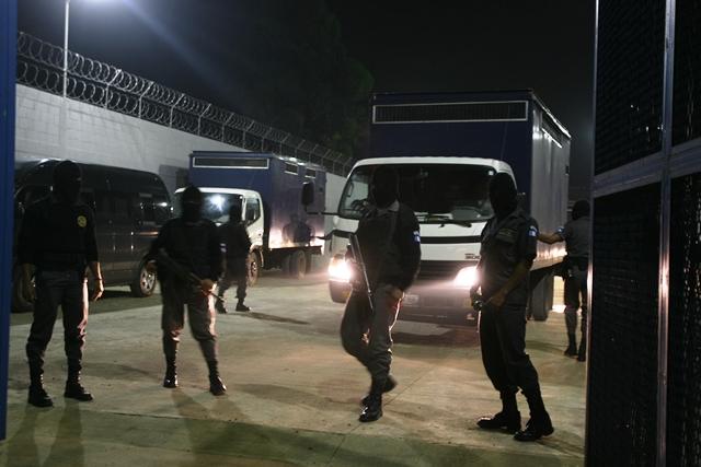 Pandilleros del Barrio 18 fueron trasladados a la cárcel de máxima seguridad El Infiernito, Escuintla. (Foto Prensa Libre: Hemeroteca PL)