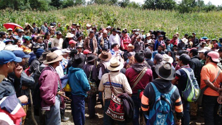 Pobladores de Batzulá se enfrentaron a vecinos de Chiul, Cunén, Quiché, por un proyecto de agua entubada. (Foto Prensa Libre: Héctor Cordero)