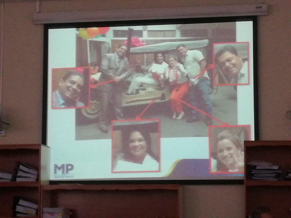 El MP mostró una fotografía donde está Baldetti junto con Juan Carlos Monzón, Daniela Beltranenta y Raúl Osoy. (Foto Prensa Libre: Sucely Contreras/Guatevisión)
