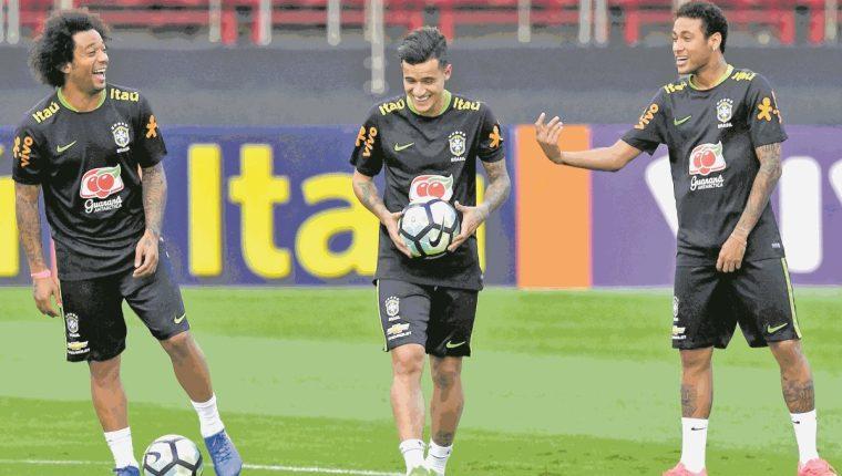 Philippe Coutinho ha compartido con Marcelo y Neymar en la selección brasileña. Más allá de ser compañero de Ney, son grandes amigos desde las categorías inferiores. (Foto Prensa Libre: Hemeroteca PL)